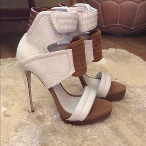 Shoes - 💎 White snake stilettos💎